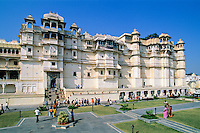 India, Rajasthan, Udaipur: View of the City Palace | Indien, Rajasthan, Udaipur: City Palace