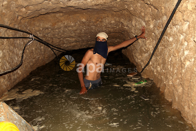 A Palestinian man works in a tunnel, used for smuggling supplies between Egypt and the Gaza Strip, after being flooded with seawater by Egyptian army, in Rafah in southern Gaza, October 1, 2015. Last month, the Egyptian army started to pump large amounts of sea water into large pipes that have recently been extended across the border connecting Gaza and Egypt, in an attempt to destroy tunnels used to smuggle goods into the besieged coastal enclave. Photo by Abed Rahim Khatib