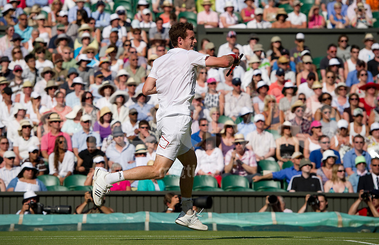 Andy Murray (GBR) plays against Sam Querrey (USA) on Centre Court. The Wimbledon Championships 2010 The All England Lawn Tennis & Croquet Club  Day 7 Monday 28/06/2010