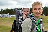 Child Albin Olsson and father Marcus Bentsson. Photo: Magnus Fröderberg/Scouterna