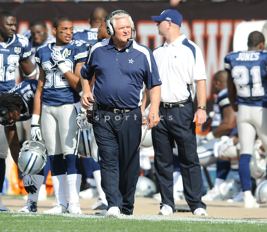 WADE PHILLIPS, of the Dallas Cowboys  , in action during the Cowboys game against the Cleveland Browns in Cleveland, Ohio on September 7, 2008..The Dallas Cowboys won 28-10