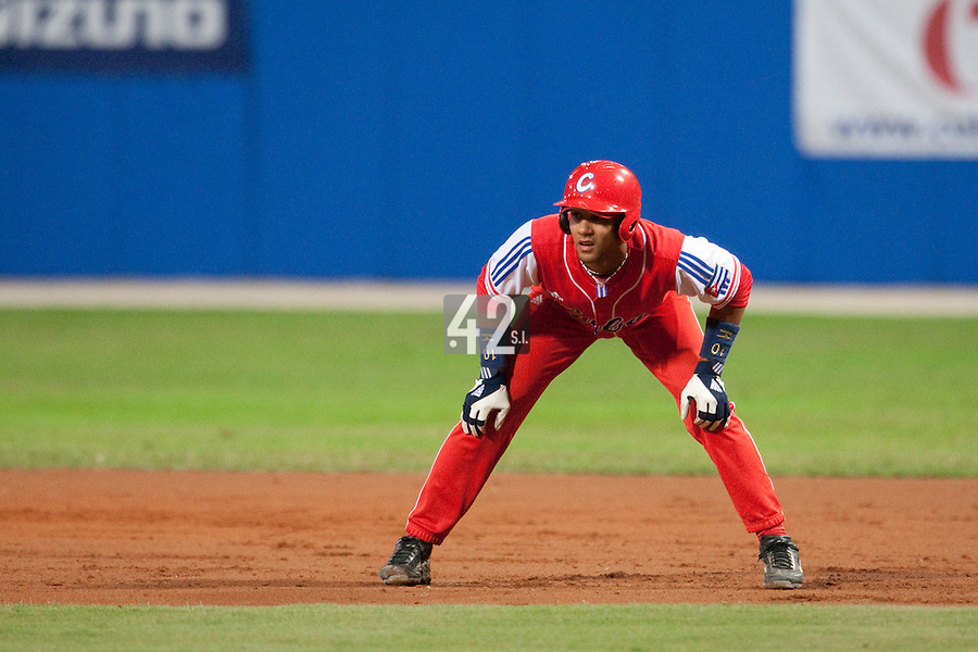 24 September 2009: Third base Yulieski Gourriel of Cuba takes a lead during the 2009 Baseball World Cup final round match won 5-3 by Team USA over Cuba, in Nettuno, Italy.