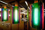 UTRECHT - In de Jaarbeurs toont Dijkstra Lampenfabriek uit Haarlem opmerkelijk gekleurde lampen op haar stand. De kleurrijke lampen zijn ontwikkeld op basis van een perspex kap met een bekleding van dicromatische folie waardoor het licht van de energiezuinige warme lamp afhankelijk van de kijkrichting, alle kleuren van de regenboog toont. Volgens het bedrijf zijn het ideale blikvangers voor gebruikers met lef en liefde voor kleur. COPYRIGHT TON BORSBOOM