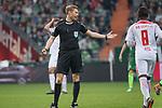 15.04.2018, Weser Stadion, Bremen, GER, 1.FBL, Werder Bremen vs RB Leibzig, im Bild<br /> <br /> <br /> Schiedsrichter / Referee)<br /> <br /> Foto &copy; nordphoto / Kokenge