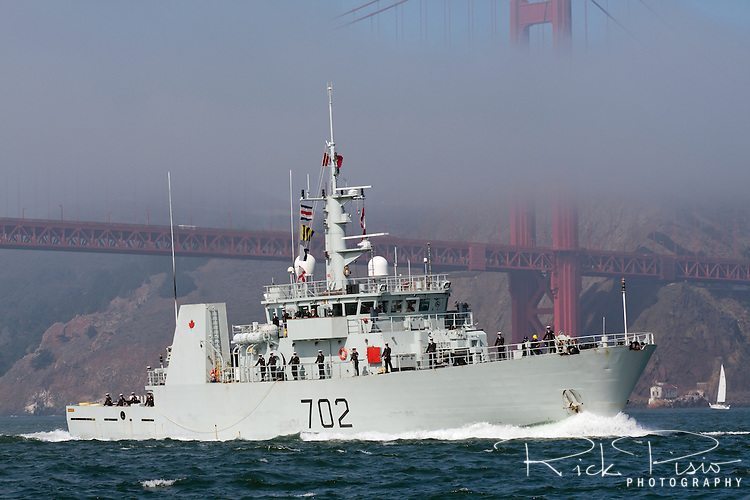 Canadian Kingston-class coastal defence vessel HMCS Nanaimo (MM 702) passes through the Golden Gate and enters San Francisco Bay.