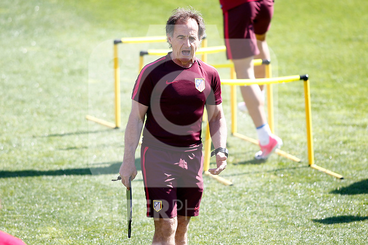 Atletico de Madrid's physical trainer Oscar Ezequiel El Profe Ortega during training session. April 11,2017.(ALTERPHOTOS/Acero)
