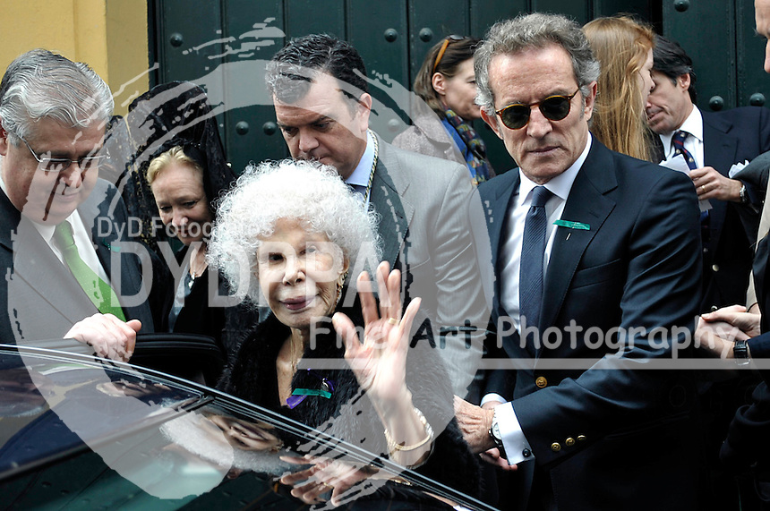 28/03/2013. Sevilla. Spain. The Duchess of Alba celebrates her 87th birthday with family visiting the Christ of the Gypsies. Cayetana was accompanied on a special day for her husband Alfonso Diez, his son Cayetano, his ex-wife, Genoveva Casanova, and the couple's son, Luis. (C) S.P. Staff/DyD Fotografos