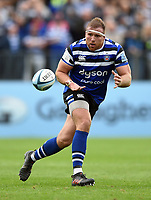 Henry Thomas of Bath Rugby receives the ball. Gallagher Premiership match, between Bath Rugby and Gloucester Rugby on September 8, 2018 at the Recreation Ground in Bath, England. Photo by: Patrick Khachfe / Onside Images
