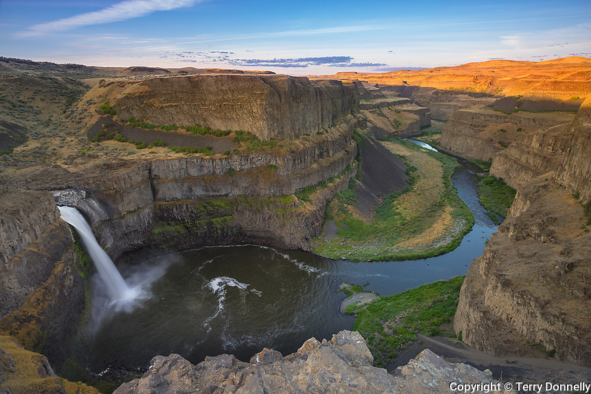 Palouse Falls State Park, Washington:<br /> Palouse Falls and canyon at sunrise