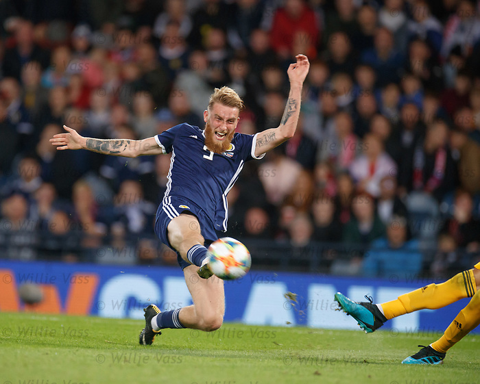 06.09.2019 Scotland v Russia, European Championship 2020 qualifying round, Hampden Park:<br /> Oli McBurnie tries to intercept