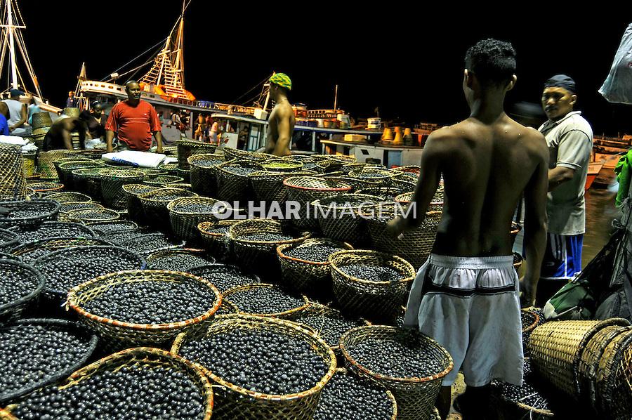 Feira do açaí no Mercado Ver-o-peso. Belém. Pará. 2008. Foto de Rogério Reis.