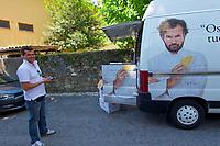 Italy, Collio. Capriva del Friuli. Food transport.