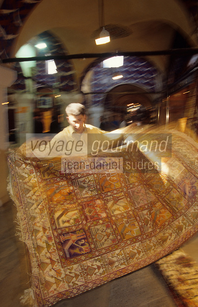 Europe/Turquie/Istabul : Le grand Bazar - Marchand de tapis