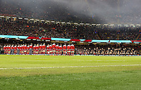 Pictured: New Zealand players (R) doing the haka, watched on by Wales players (L) Saturday 22 November 2014<br />