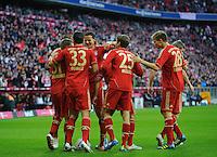 Fussball Bundesliga Saison 2011/2012 9. Spieltag FC Bayern Muenchen - Hertha BSC Berlin Jubel zum 3:0, v.l.: Torschuetze Bastian SCHWEINSTEIGER (FCB), Jerome BOATENG (FCB), Mario GOMEZ (FCB), Daniel VAN BUYTEN (FCB), Thomas MUELLER (FCB), Holger BADSTUER (FCB), Toni KROOS (FCB).