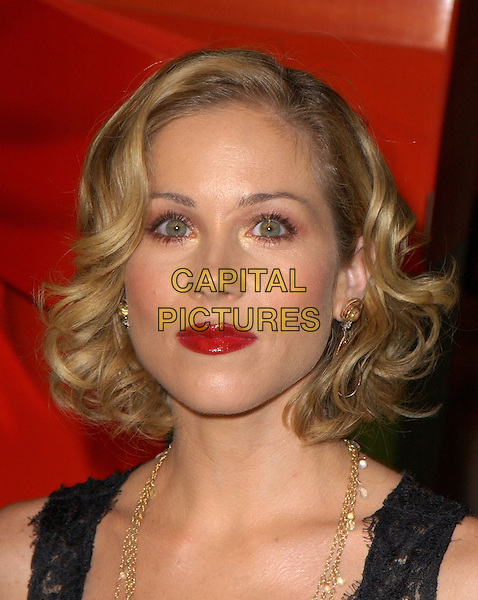 """CHRISTINA APPLEGATE.World Premiere of """"Surviving Christmas"""" held at The Grauman's Chinese Theatre in Hollywood, California .October 14, 2004 .headshot, portrait, red lipstick.www.capitalpictures.com.sales@capitalpictures.com.©Debbie VanStory"""