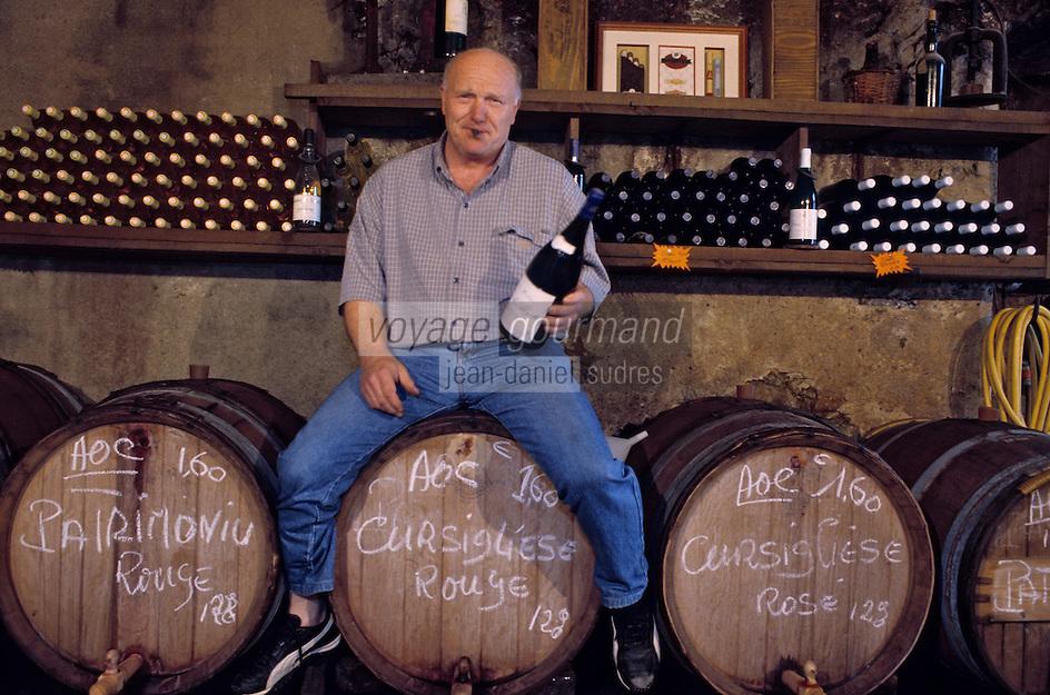 """France/Corse/Haute-Corse/2B/Corte: Emmanuel Simonini à la """"Vieille Cave"""" Bar a Vin  sur la place Paoli [Non destiné à un usage publicitaire - Not intended for an advertising use]"""