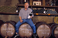 "France/Corse/Haute-Corse/2B/Corte : Emmanuel Simonini à la ""Vieille Cave"" Bar a Vin  sur la place Paoli [Non destiné à un usage publicitaire - Not intended for an advertising use]"