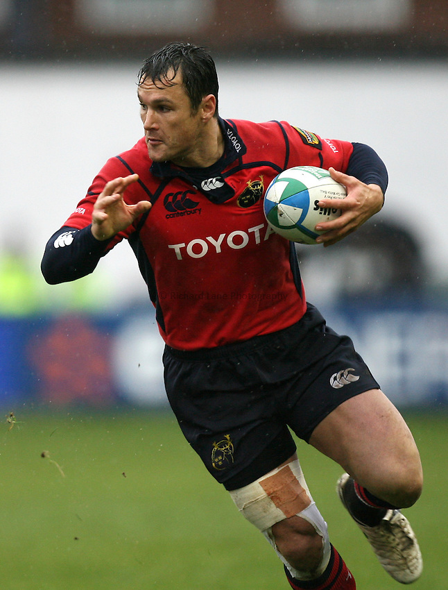 Photo: Rich Eaton...Cardiff Blues v Munster Rugby. Heineken Cup. 10/12/2006. Trevor Halstead of Munster attacks.