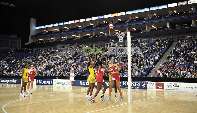 PICTURE BY Ben Duffy/SWPIX.COM - Netball - The Co-Operative International Series - England v Jamaica, First Test - O2 Arena, London, England - 22/02/09...Copyright - Simon Wilkinson - 07811267706...England versus Jamaica