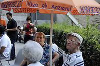 Roma,17 agosto 2011.Piazza Vittorio.La comunità di Sant'Egidio organizza la «cocomerata» nei giardini di Piazza vittorio nell'ambito del progetto «Viva gli Anziani».Partecipa la vicesindaco, Sveva Belviso