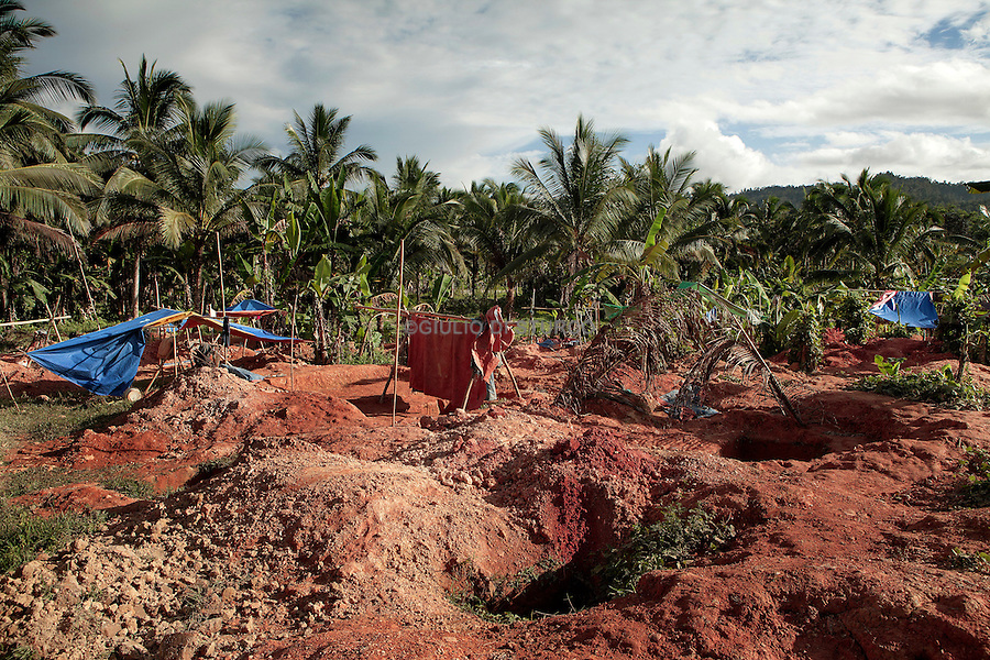 Local family work in a Gold Panning in Roxas, north of Puerto princessa, 2012..