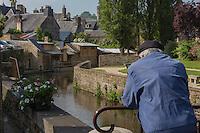 France, Manche (50), Cotentin, Villedieu les Poêles: les lavoirs sur les bords de la Sienne    // France, Manche, Cotentin,Villedieu les Poeles:  wash-house