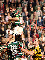 Leicester, ENGLAND, Wasps, Lawrence Dallaglo, looks on as his opposite No. martin Corry collects the line ot balll during the Guinness Premiership Rugby match,  Leicester Tigers vs London Wasps, at Welford Road on the Sat 22.04.2006. © Peter Spurrier/Intersport-images.com.