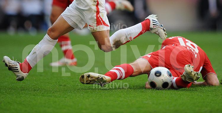 27.04.2008 Fussball Bundesliga Saison 2007/08 FC Bayern Muenchen - VFB Stuttgart Fussballerbeine.
