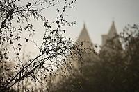 Europe/France/Aquitaine/24/Dordogne/Vallée de la Dordogne/Périgord Noir/Fayrac: Brumes matinales sur le château de Fayrac