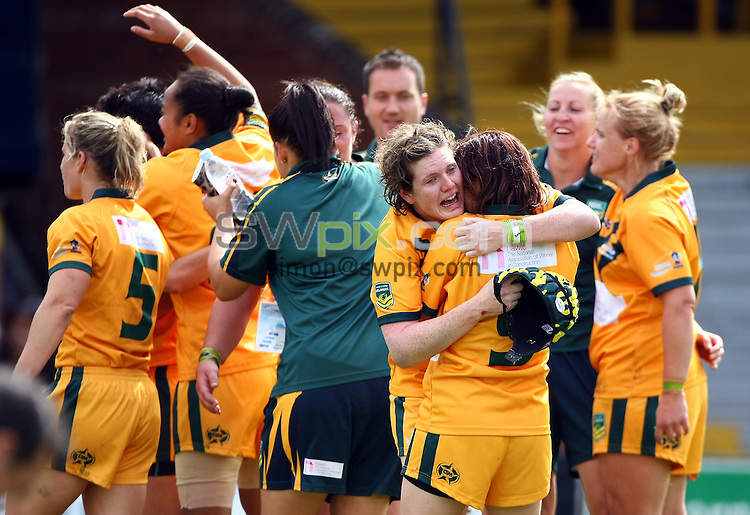 PICTURE BY VAUGHN RIDLEY/SWPIX.COM - Rugby League - Festival of World Cups, Women's Final - Australia Women v New Zealand Women - Headingley, Leeds, England - 14/07/13 - Australia celebrate victory.