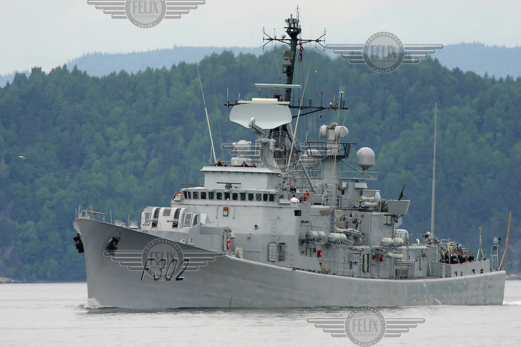 Frigate KNM Trondheim. Oslo class frigates are a Royal Norwegian Navy frigate. In the late 1970s, the class received new armament, most notably Penguin, Sea Sparrow and Mark 32 torpedo launchers. Another modernization was carried out in the 1980s.