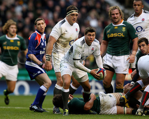 Ben Youngs makes a pass at Twickenham - England v South Africa 27 November 2010