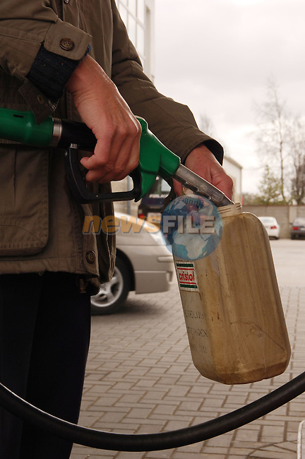 13-04-06 Fuel Prices rise in Ireland..Petrol pump prices rise in Ireland..Photo:Barry Cronin/www.newsfile.ie