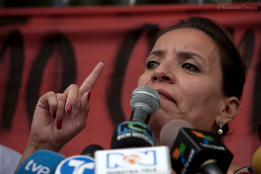 7 July 2009 - Tegucigalpa, Honduras  Xiomara Castro de Zelaya, Manuel Zelaya's wife during a press conference in Tegucigalpa  adressed to supporters of ousted Honduran President Manuel Zelaya. Photo credit: Benedicte Desrus