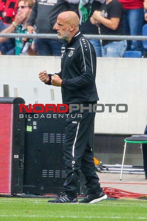 12.09.2015, HDI Arena, Hannover, GER, 1.FBL, Hannover 96 vs Borussia Dortmund<br /> <br /> im Bild<br /> Michael Frontzeck bejubt den Treffer von Artur Sobiech (Hannover #9) zum 2:2 Ausgleich, Ganzkoerper, Gestik geballte Faeuste<br /> <br /> Foto &copy; nordphoto / Ewert