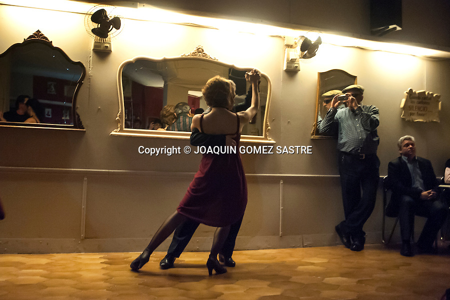 Andrea Sraier and Cecilio Garcia dancing a tango during a concert held in local association friends of tango<br />  PHOTO &copy; JOAQUIN GOMEZ  SASTRE