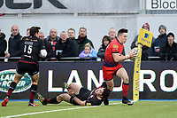 Josh Adams of Worcester Warriors scores the opening try of the match. Aviva Premiership match, between Saracens and Worcester Warriors on December 30, 2017 at Allianz Park in London, England. Photo by: Patrick Khachfe / JMP