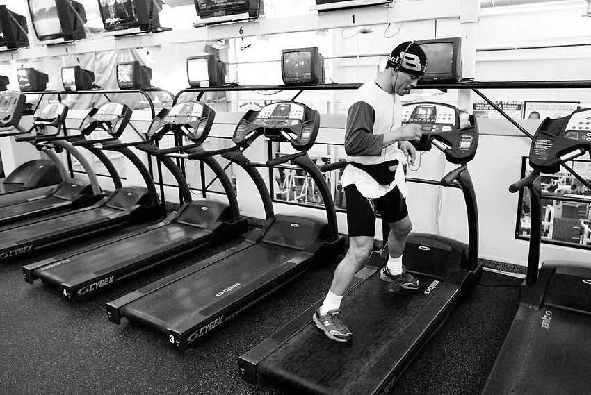 ARTURO GATTI (6/12) -- Wearing a hat and a spring wetsuit beneath his gym clothes, WBC super lightweight boxing champion Arturo Gatti runs sideways on a treadmill as he prepares for his June 25th fight against Floyd Mayweather in Atlantic City.   (4/12/05)  VERO BEACH, FL