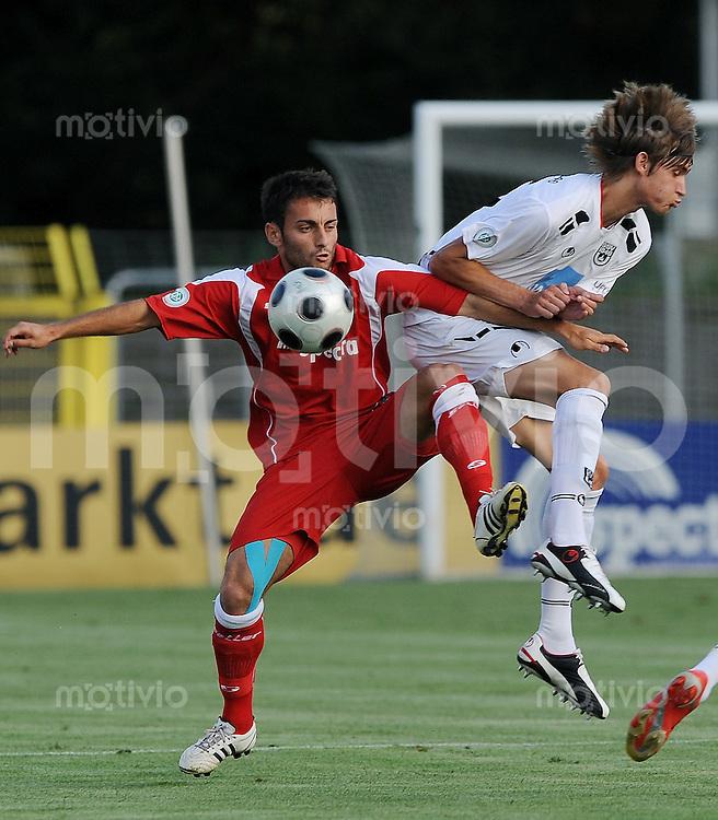 Fussball  TestspielSaison   2009/2010   14.08.2008 SSV Reutlingen - SSV Ulm Anton Makarenko (li, SSV RT) gegen Daniel Reith  (Ulm)