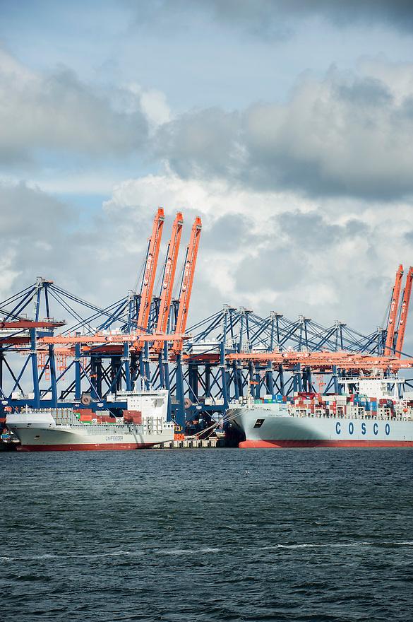 Nederland, Rotterdam, 23 mei 2013<br /> Havenbedrijf Rotterdam. Overslagbedrijf op de maasvlakte. <br /> Foto(c): Michiel Wijnbergh