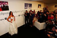 """Napoli Nicole Minetti sfila in abito da sposa durante l""""TUTTOSPOSI"""".nella foto nicole minetti con i fotografi.foto Ciro De Luca"""