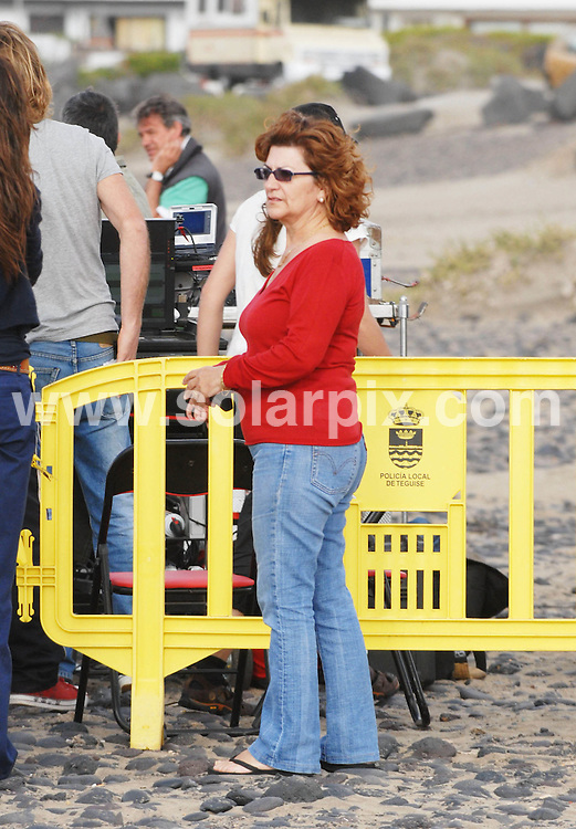 **ALL ROUND PICTURES FROM SOLARPIX.COM**.**WORLDWIDE SYNDICATION**.**NO SYNDICATION IN SPAIN**.The Spanish actress Penelope Cruz and her Mother Encarna Cruz together with friends of the family on the set of Los Abrazos Rotos(The Broken Arms) Penelope new film that she is filming in Lanzarote with the director Pedro Almodovar..JOB REF:6550-PTB        DATE:03_06_08.**MUST CREDIT SOLARPIX.COM / POOL PRESS OR DOUBLE FEE WILL BE CHARGED* *UNDER NO CIRCUMSTANCES IS THIS IMAGE TO BE REPRODUCED FOR ANY ONLINE EDITION WITHOUT PRIOR PERMISSION*