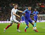 England's Harry Kane tussles with Netherland's Memphis Depay during the International friendly match at Wembley.  Photo credit should read: David Klein/Sportimage