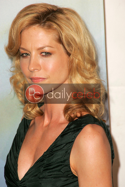 Jenna Elfman<br />