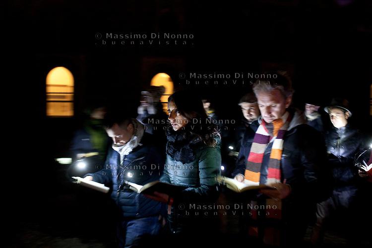 Milano: lettura collettiva all'interno del Castello sforzesco durante la prima edizione di Book City Milano.