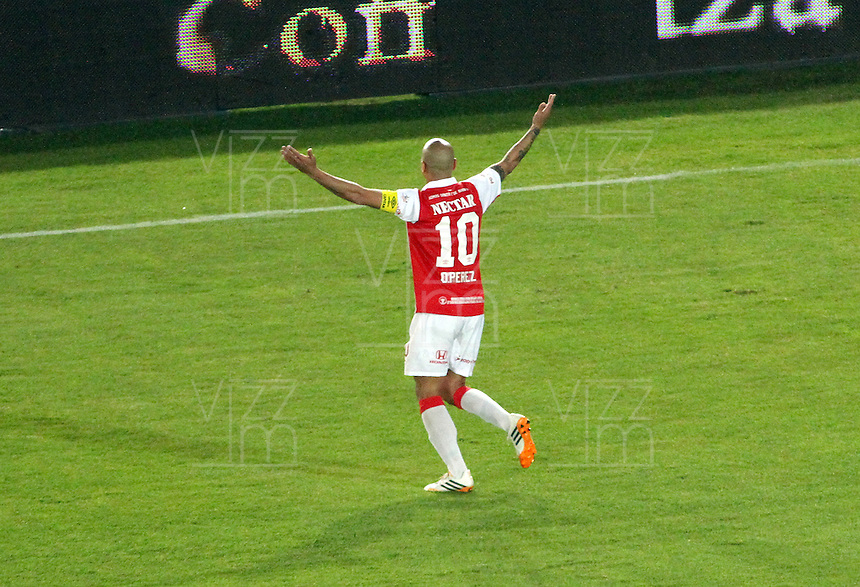 BOGOTA -COLOMBIA, 13- SEPTIEMBRE-2014.  Omar Perez  de Independiente  Santa Fe  celebra su gol contra Millonarios   durante partido   de La Liga Postobón  novena fecha 2014-2. Estadio  Nemesio Camacho El Campin   / Omar Perez   of Independiente Santa Fe celebrates his goal against   Millonarios  during La Liga match Postobón ninth date 2014-2.  Nemesio Camacho El Campin stadium . Photo: VizzorImage / Felipe Caicedo / Staff
