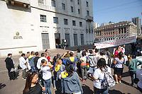 SAO PAULO, SP, 11.09.2013- Uma caravana por creche de qualidade realiza um ato em frente a Prefeitura de São Paulo - Adriano Lima / Brazil Photo Press