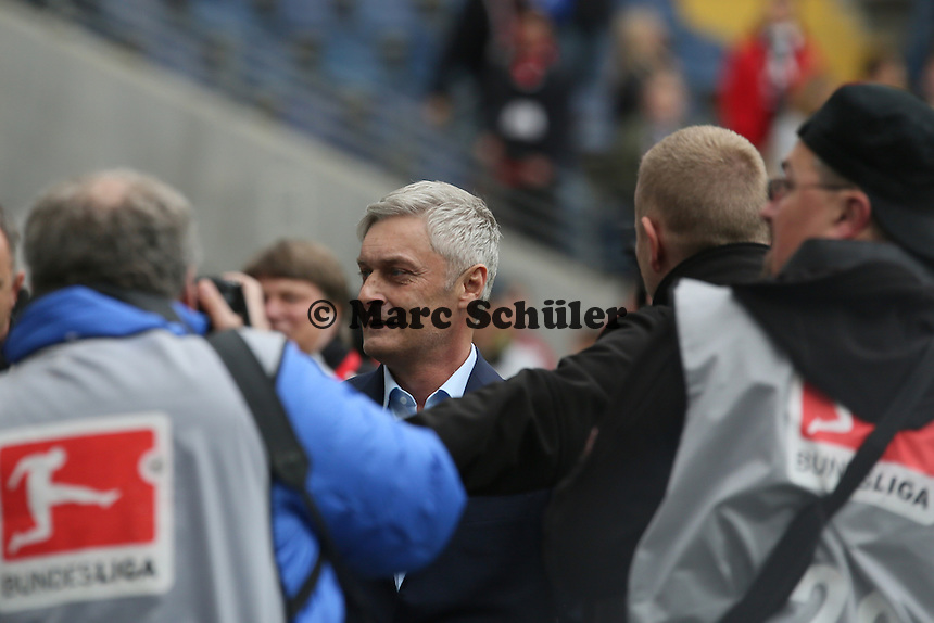 Trainer Armin Veh (Eintracht) verabschiedet sich - Eintracht Frankfurt vs. Bayer Leverkusen, Commerzbank Arena