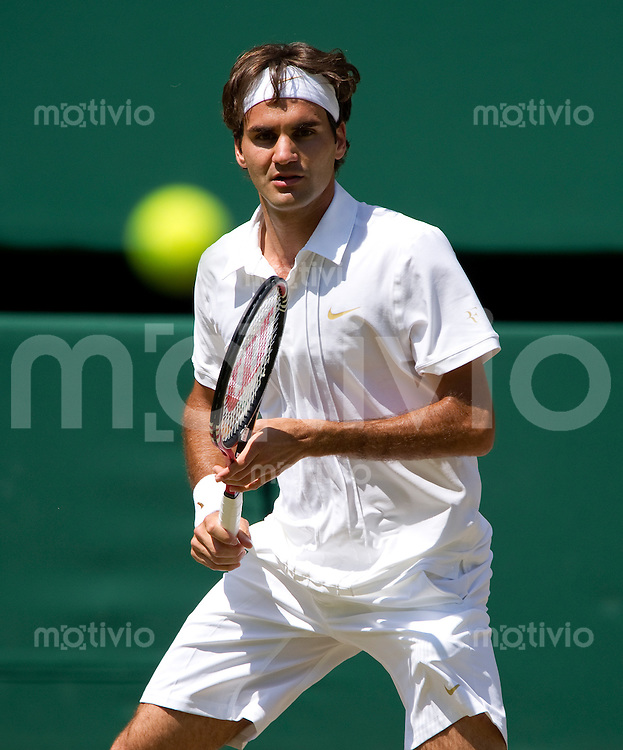 Roger Federer (SUI) plays against Juergen Melzer (AUT) on Centre Court. The Wimbledon Championships 2010 The All England Lawn Tennis & Croquet Club  Day 7 Monday 28/06/2010